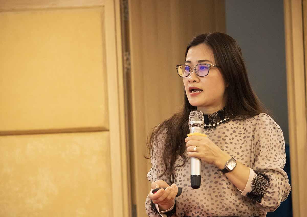 Bà Trần Thị Trang, Phó Vụ trưởng Vụ Pháp chế, thông tin về tác hại của thuốc lá điện tử, ngày 8/4. Ảnh: T.B