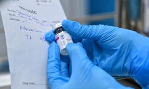 Người tiêm vaccine AstraZeneca ở Việt Nam an toàn