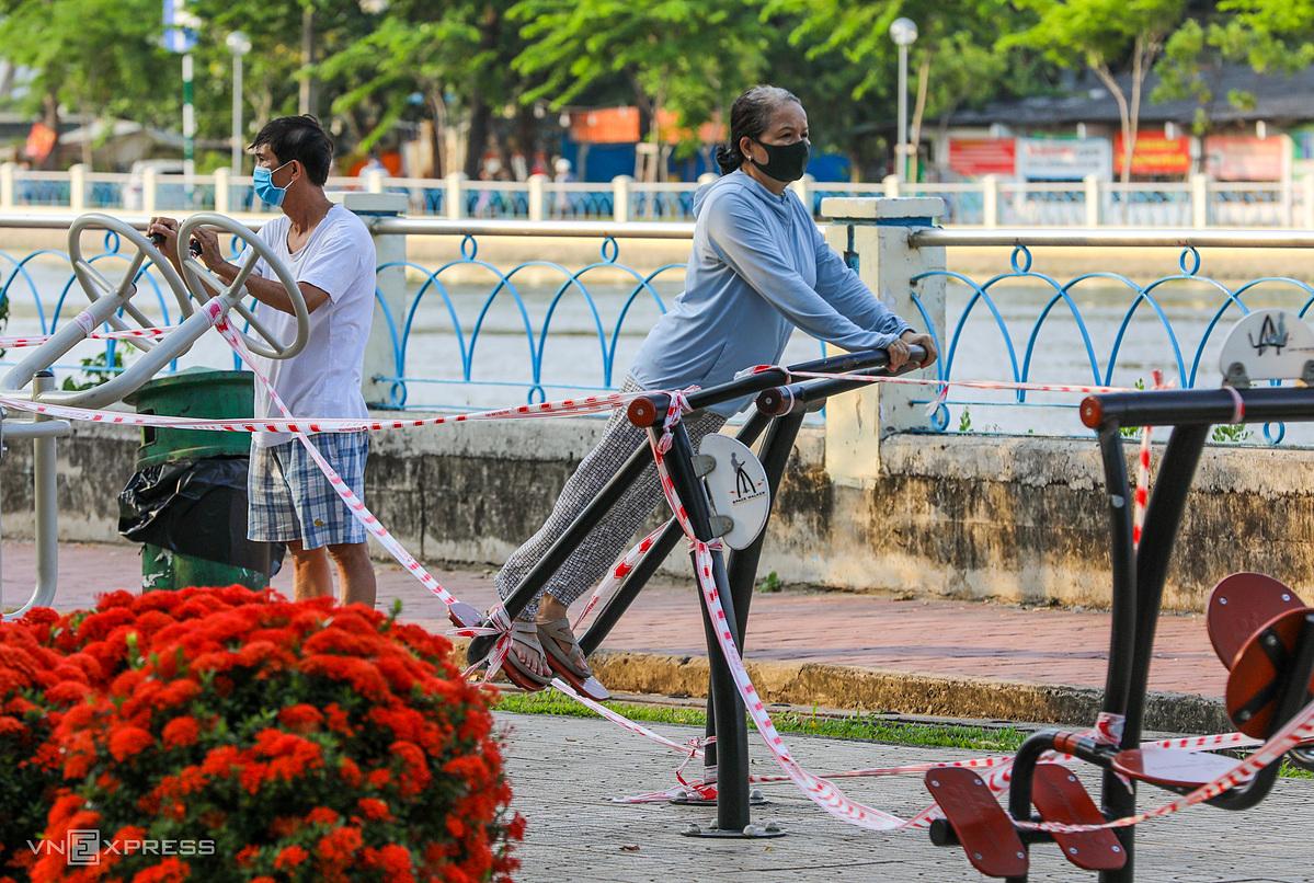 Người dân TP HCM tập thể dục. Ảnh: Quỳnh Trần.