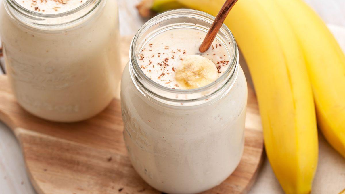 Không nên kết hợp sữa và chuối để tránh gây ra các phản ứng có hại cho hệ tiêu hóa. Ảnh: Fitnew