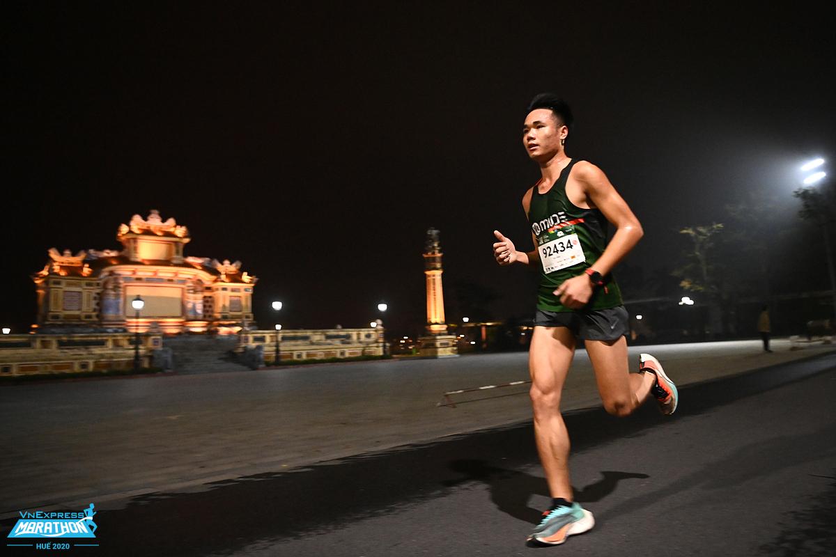 Vận động viên trên đường chạy VnExpress Marathon Huế 2020. Ảnh: VnExpress Marathon.