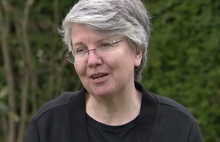 Bà Alison Astles trong một cuộc phỏng vấn. Ảnh: Sky News.