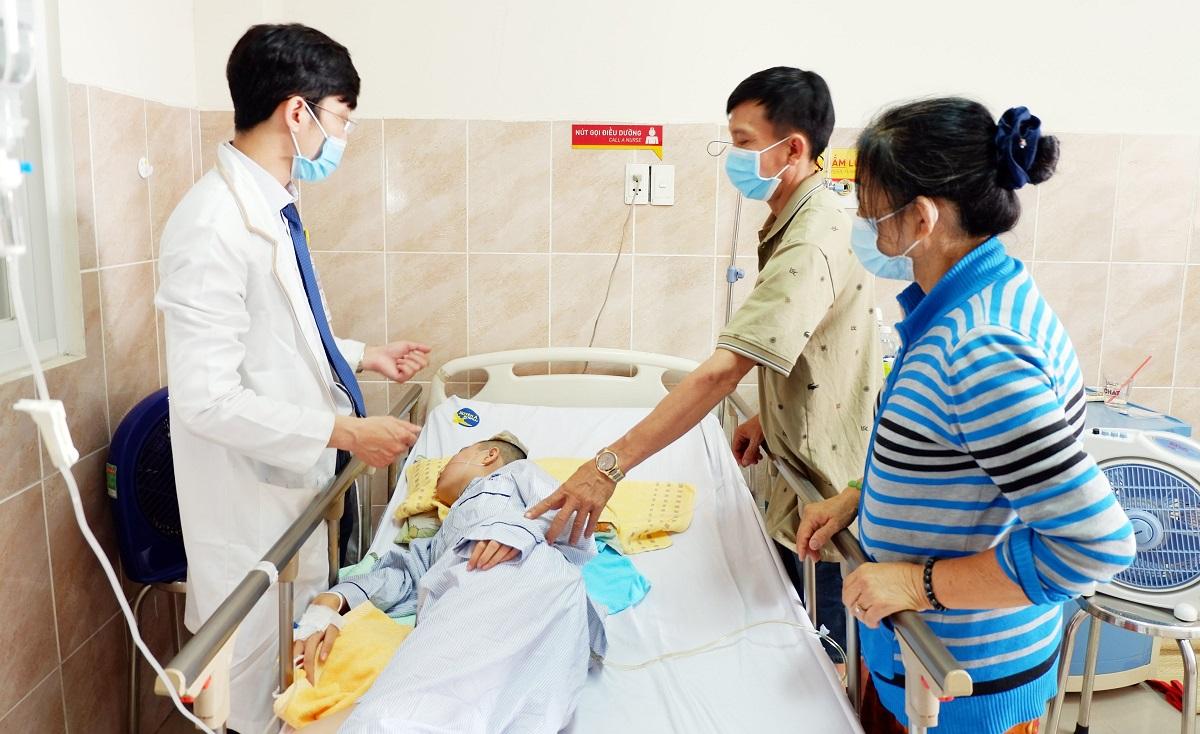 Bệnh nhân hiện tại đã qua cơn nguy kịch, sức khỏe hồi phục tốt sau phẫu thuật. Ảnh: Do bệnh viện cung cấp