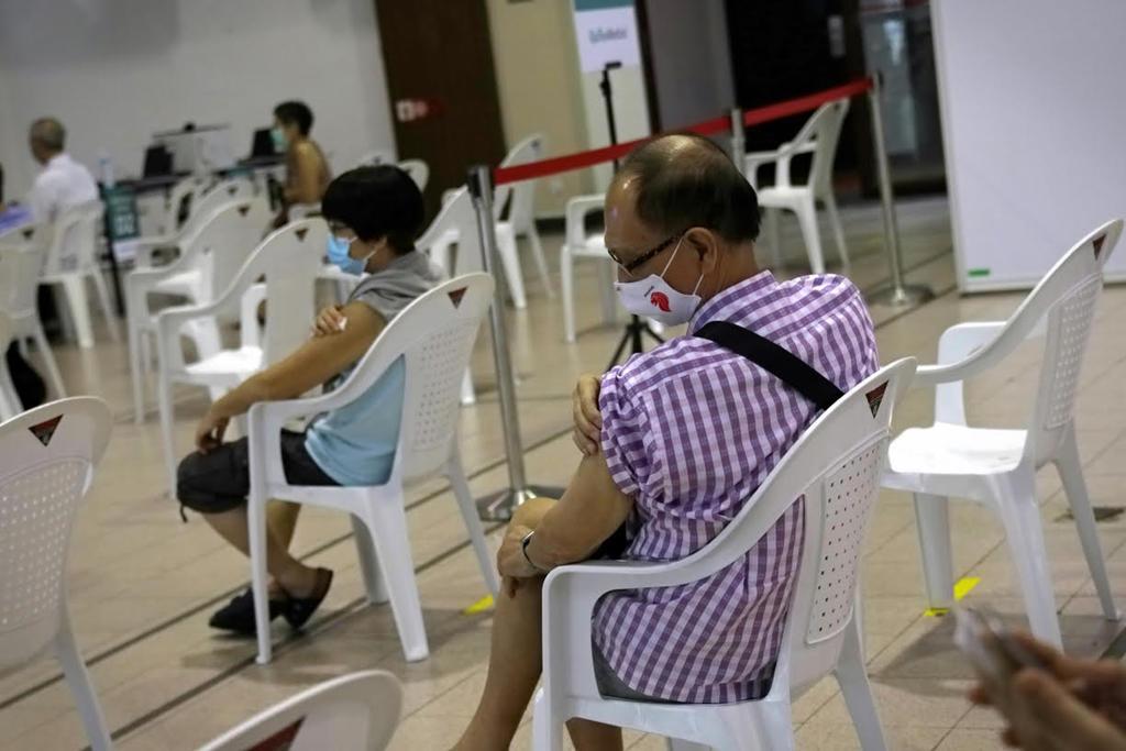 Khu vực chờ theo dõi sau khi tiêm phòng tại Câu lạc bộ Cộng đồng Tanjong Pagar, Singapore. Ảnh: Today.