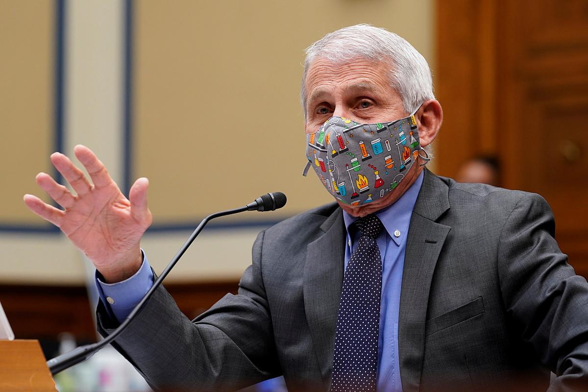 Tiến sĩ Anthony Fauci trong buổi họp tại Đồi Capitol ở Washington, ngày 15/4. Ảnh: Reuters