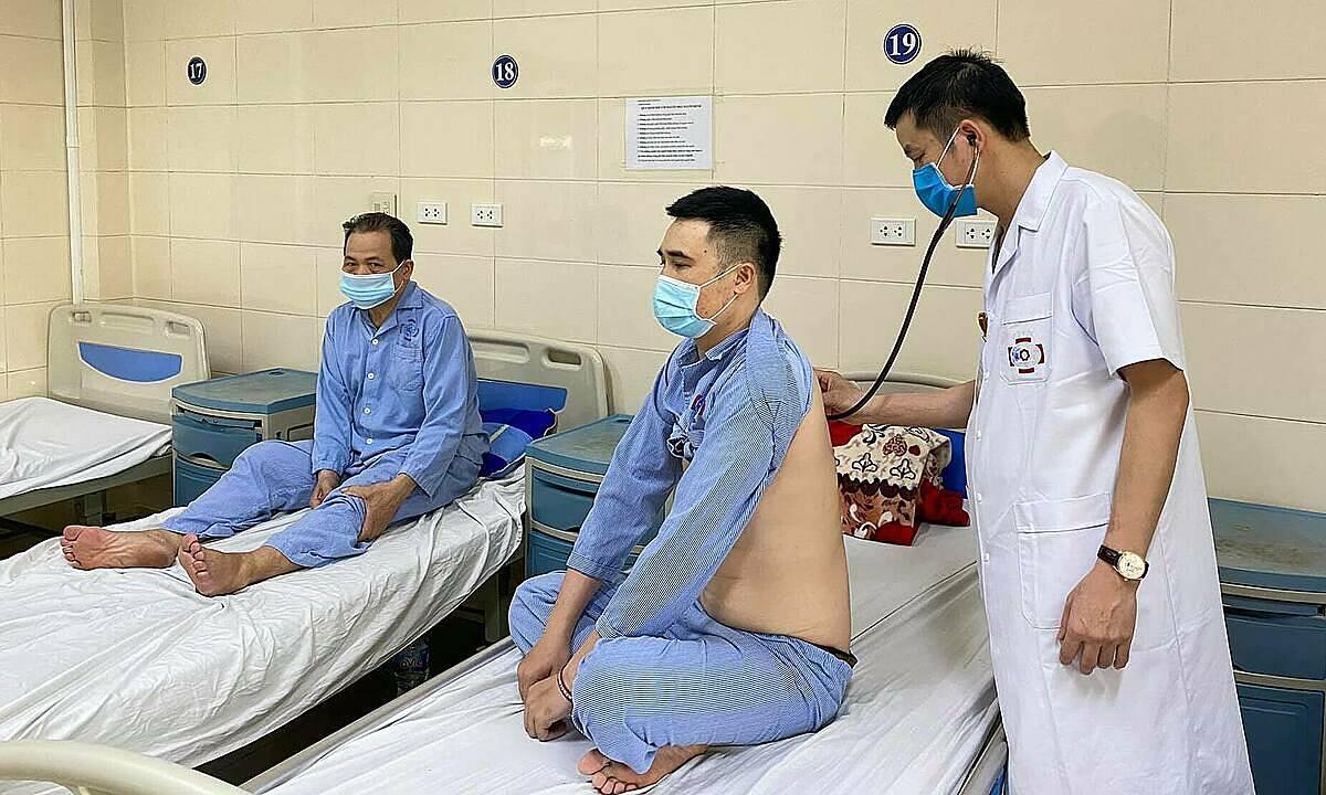 Bệnh nhân ung thư phổi đang điều trị tại khoa Phẫu thuật lồng ngực, Bệnh viện K. Ảnh: Thái Hà.