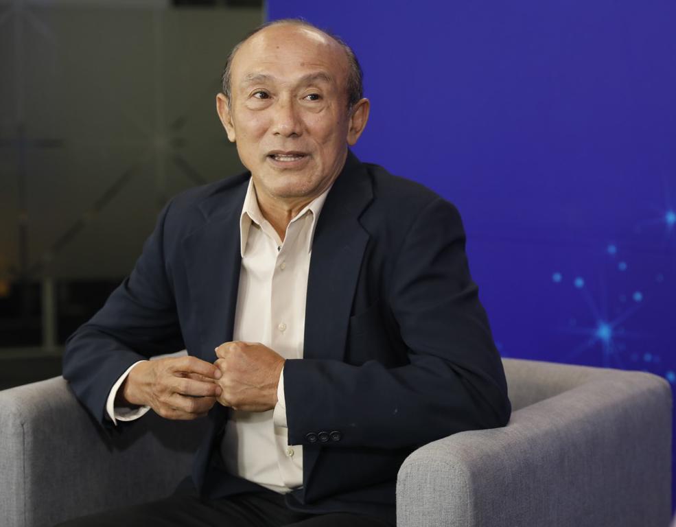 Phó giáo sư Vũ Lê Chuyên cho biết, người Việt thường ăn mặn; lượng nước mất qua hơi thở, mồ hôi nhiều do khí hậu nhiệt đới... nên dễ sinh ra sỏi trong cơ thể.