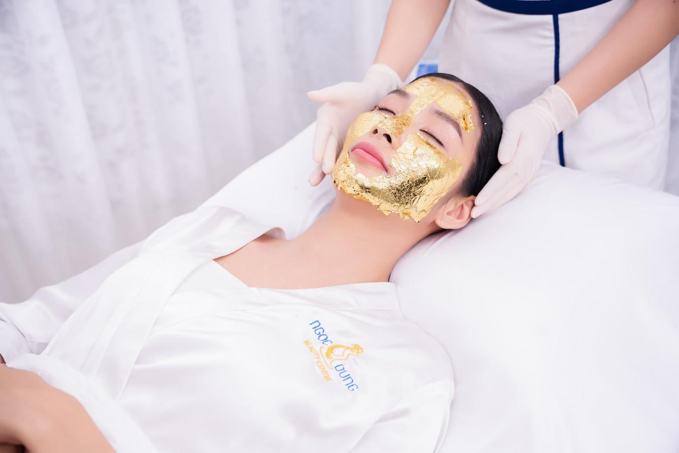Công nghệ sử dụng tinh chất vàng 24K thẩm thấu vào da.