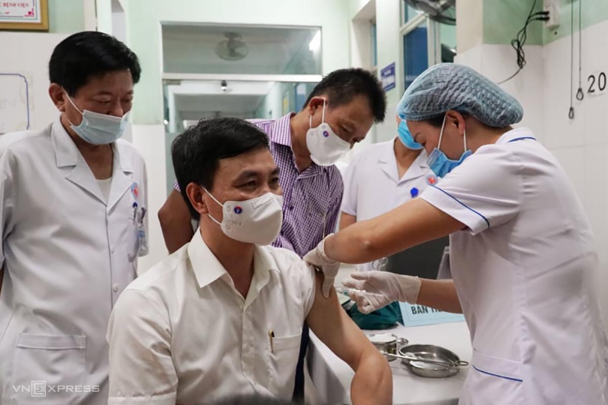 Tiêm chủng vacxin Covid-19 tại Quảng Bình. Ảnh: Nguyễn Hoàng