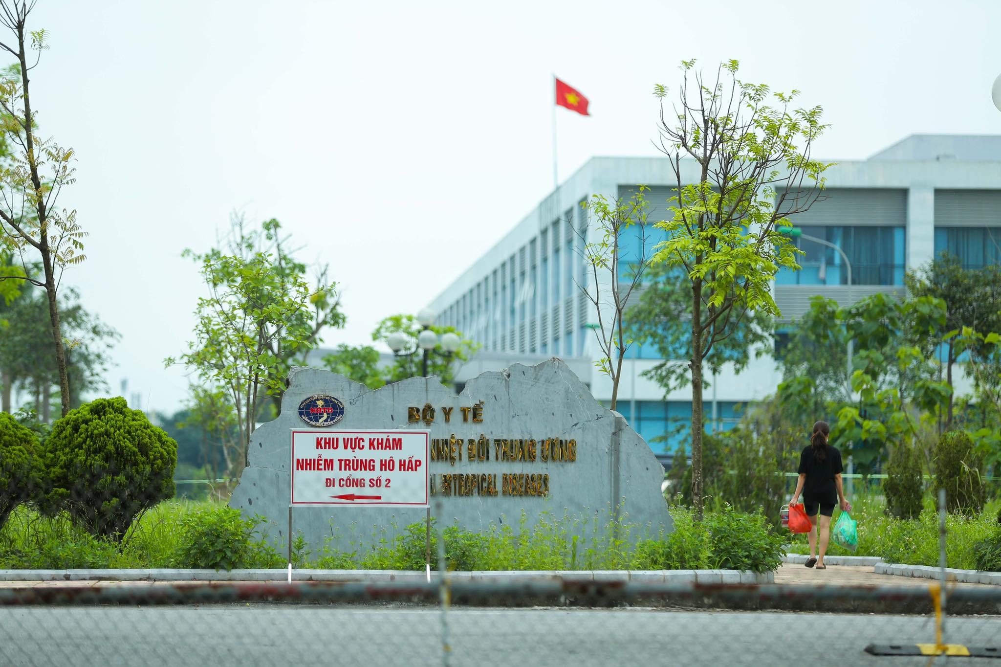 Bệnh viện Bệnh nhiệt đới Trung ương cơ sở Đông Anh đã bị phong tỏa. Ảnh: Anh Hùng.