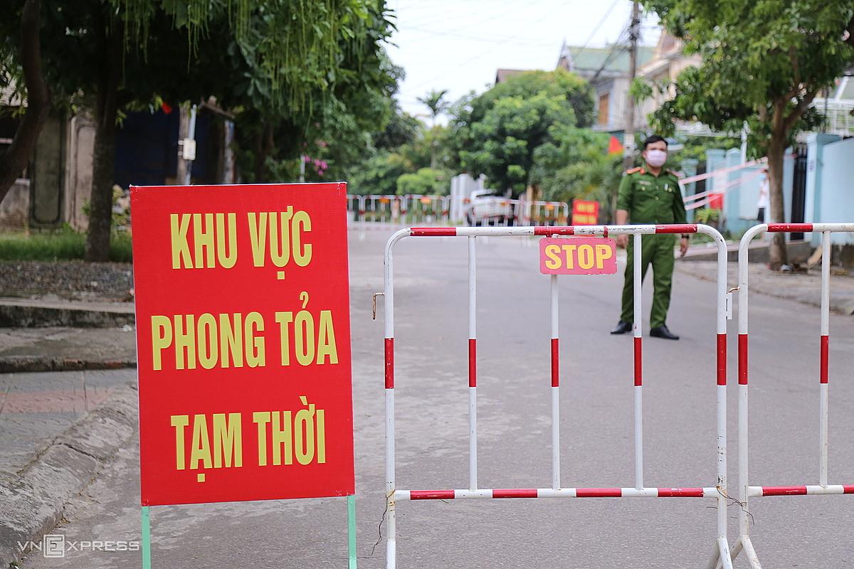 Nhiều khu dân cư ở Quảng Trị bị phong toả phòng chống dịch Covid-19. Ảnh: Hoàng Táo