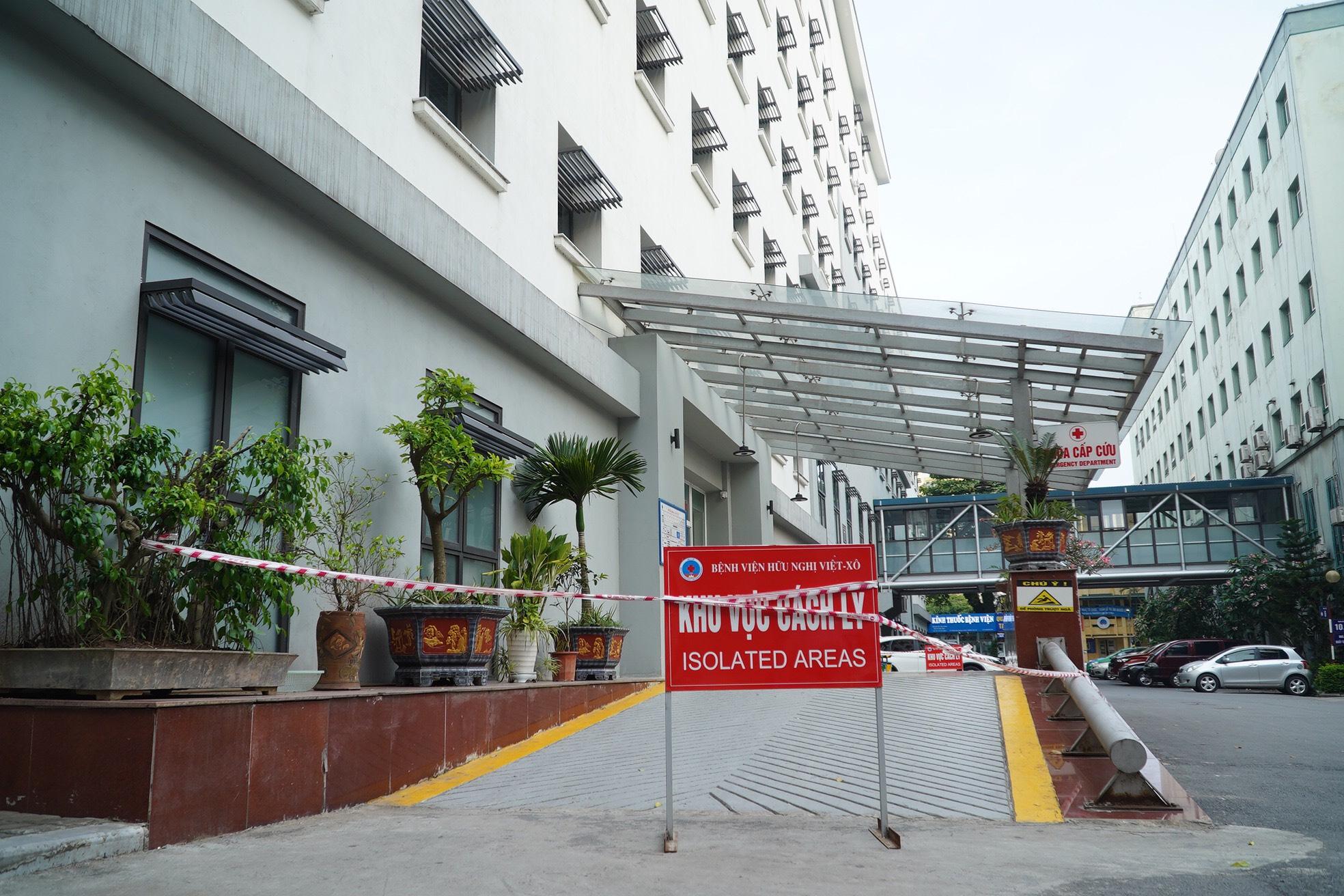 Khoa Cấp cứu, Bệnh viện Hữu nghị bị phong tỏa chiều 12/5. Ảnh: Văn Phong.