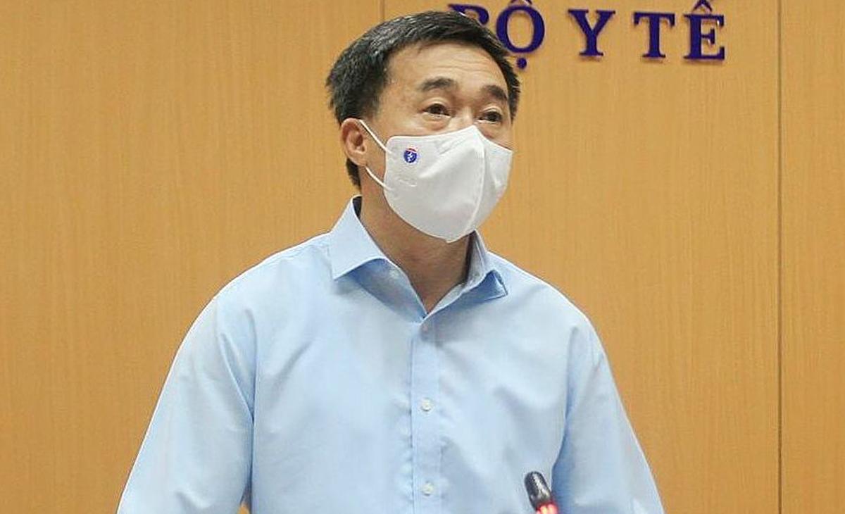 Thứ trưởng Bộ Y tế Trần Văn Thuấn, trong cuộc họp sáng 13/5. Ảnh: Trần Minh.