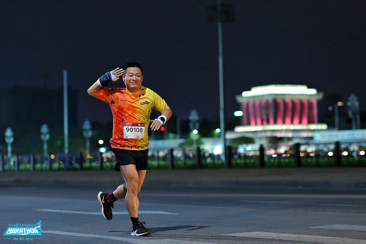 Runner dễ gặp phải tình trạng chai chân nếu thường xuyên chạy đường dài. Ảnh: VnExpress Marathon.