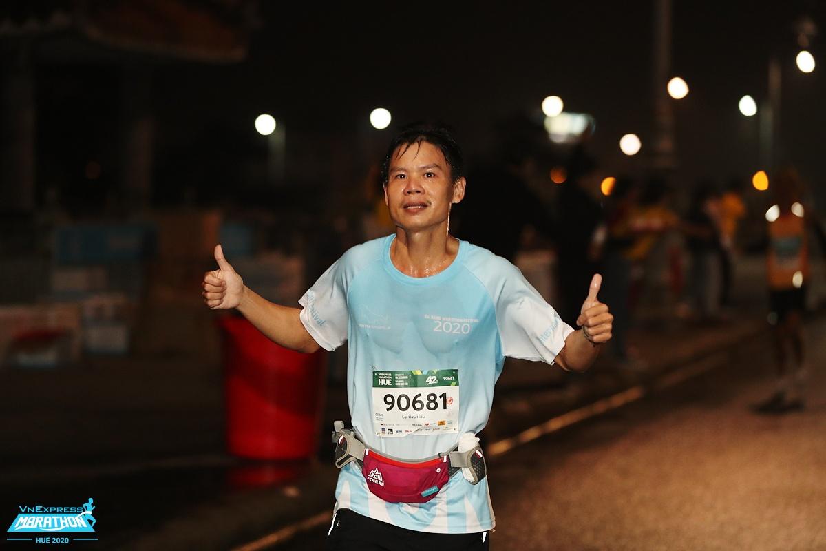 Runner chinh phục đường chạy 42 km tại giải VnExpress Marathon Huế hồi năm ngoái. Ảnh: VnExpress Marathon.