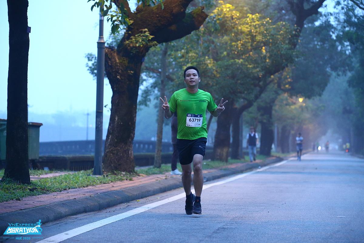 Runner trên đường chạy VnExpress Marathon Huế hồi năm ngoái. Ảnh: VnExpress Marathon.