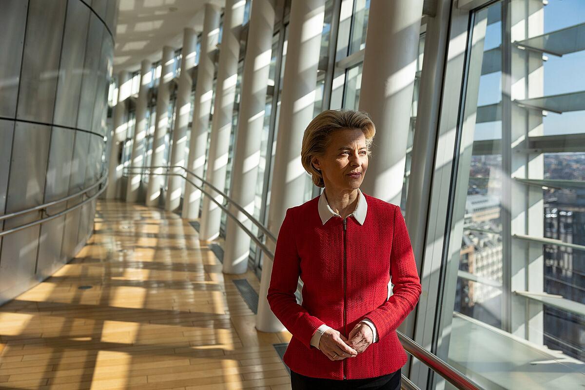 Ursula von der Leyen, chủ tịch Ủy ban Châu Âu, tại Brussels, tháng 4/2021. Ảnh: NY Times