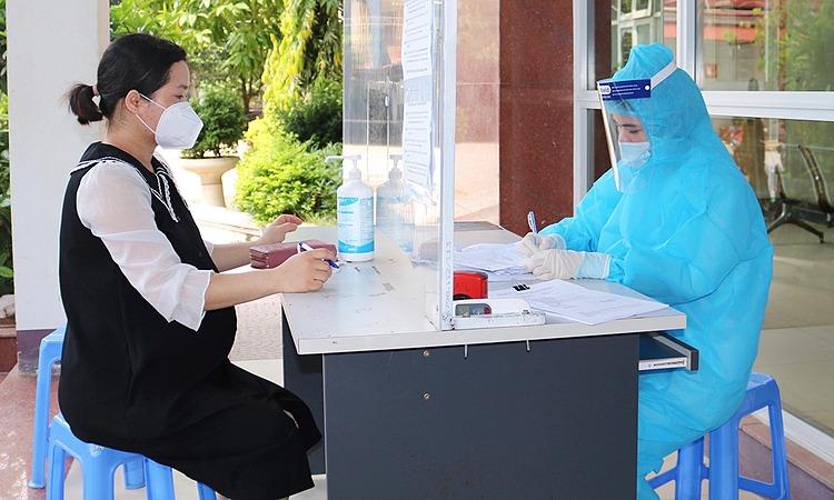 Nhân viên y tế tại Bệnh viện Sản Nhi Bắc Giang. Ảnh: Bệnh viện cung cấp