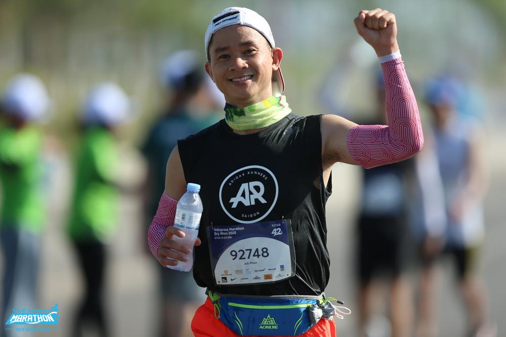 Điều tốc và khởi động kỹ giúp giảm thiếu nguy cơ căng cơ. Ảnh: VnExpress Marathon.