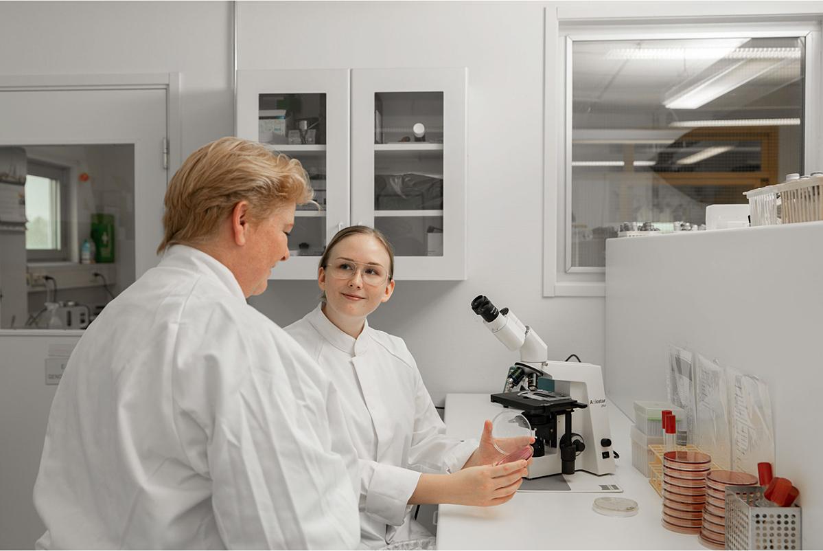Một phòng nghiên cứu dinh dưỡng tại Thụy Điển. XIN TÊN NGƯỜI CHỤP