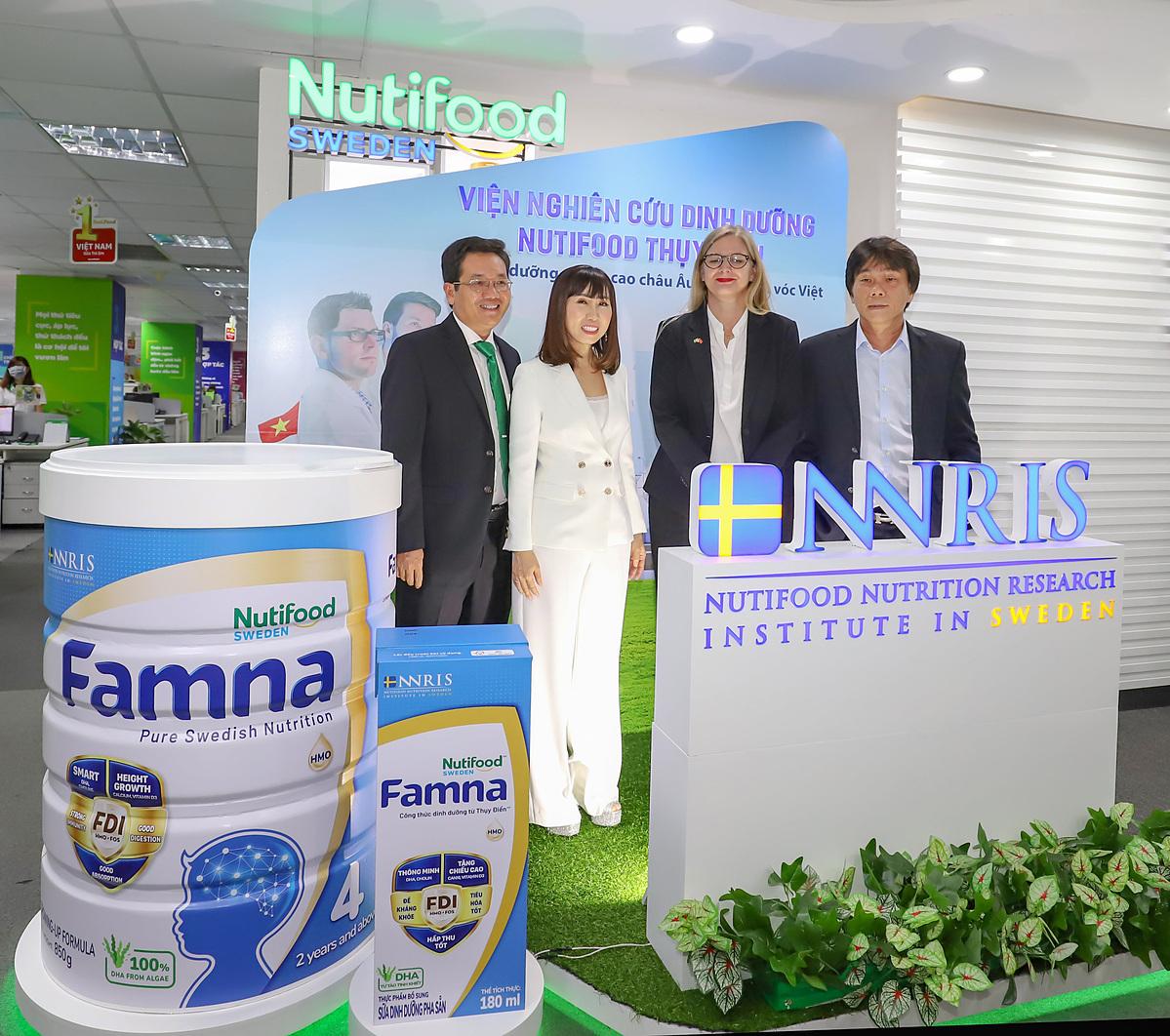 Đại sứ Thụy Điển Ann Måwe chia sẻ niềm vui với Nutifood khi ra mắt Viện Nghiên cứu Dinh dưỡng Nutifood Thuỵ Điển – NNRIS