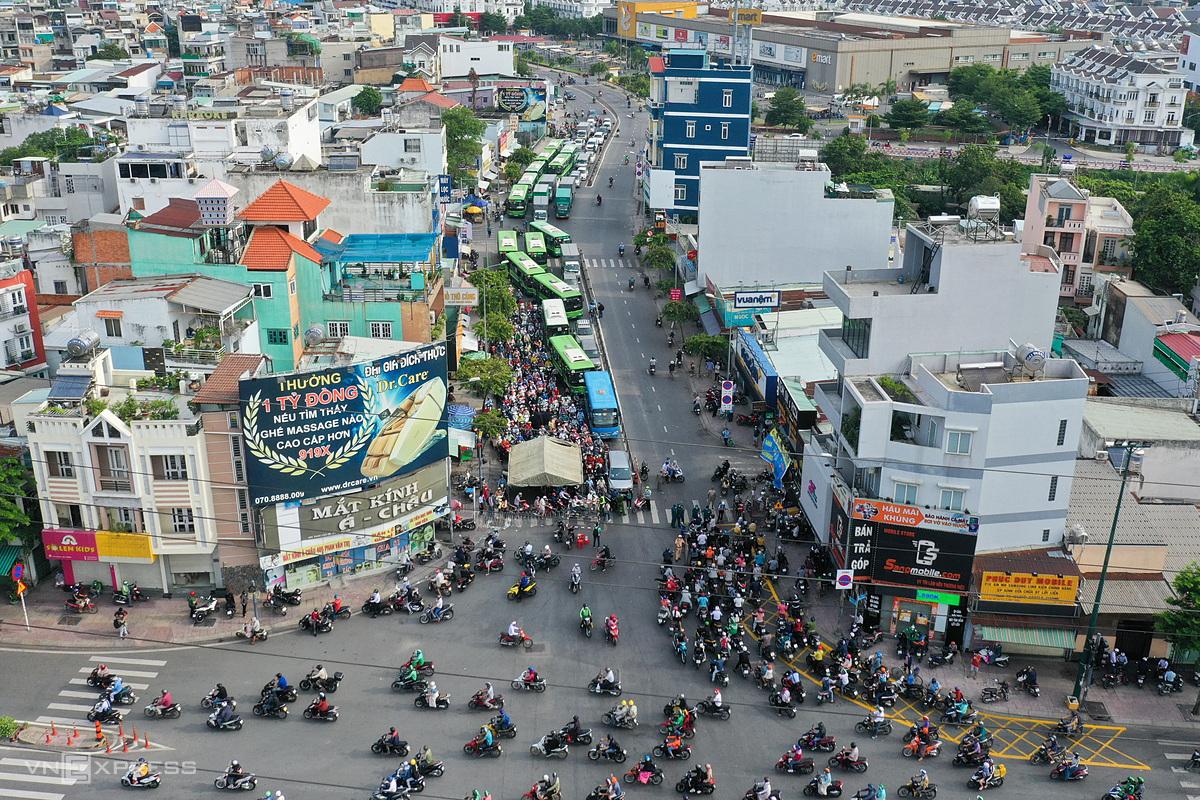 [Caption]Chốt kiểm soát Covid - 19 trên đường Phan Văn Trị, quận Gò Vấp ngày 1/6/2021. Ảnh: Quỳnh Trần.