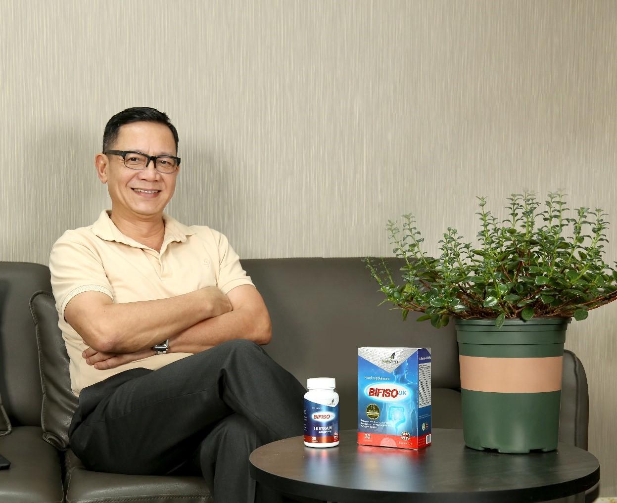Nghệ sĩ Phạm Cường thường dùng men vi sinh Bifiso UK khi ra ngoài ăn uống.