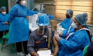 Philippines ưu tiên tiêm vaccine cho 35 triệu lao động