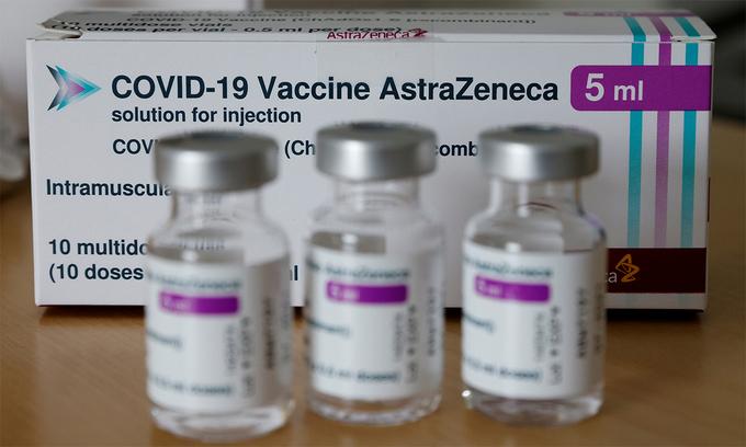 Lọ đựng vaccine AstraZeneca tại một điểm tiêm chủng ở thủ đô Vienna, Áo, ngày 30/4. Ảnh: Reuters.