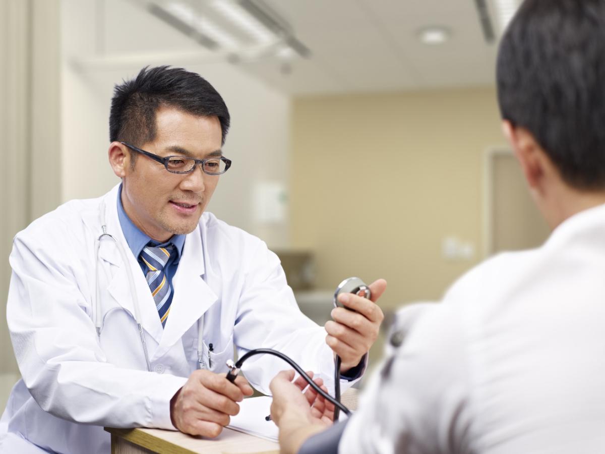 Người Nhật lắng nghe cơ thể thông qua việc khám sức khỏe định kỳ.