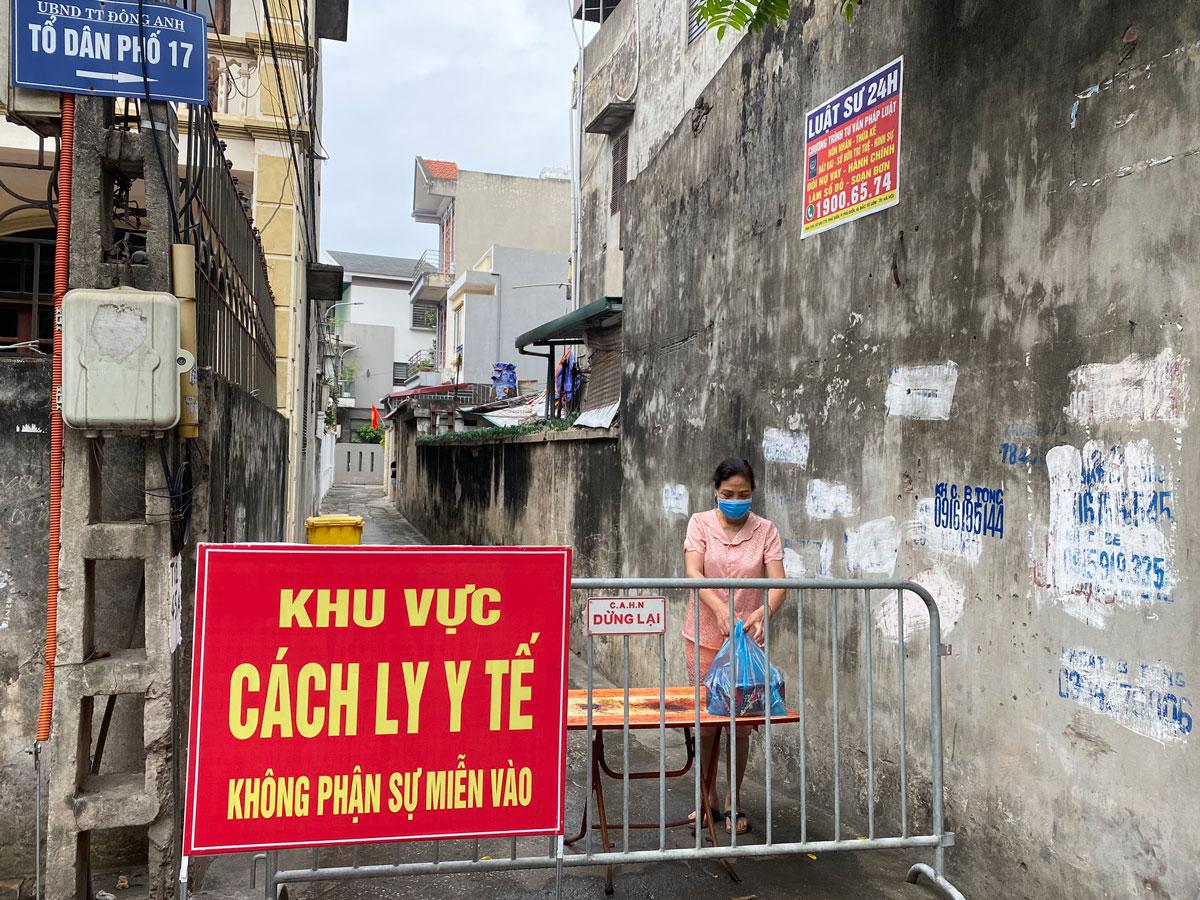 Khu vực nhà bệnh nhân 8853, tiểu thương ở chợ Cửa hàng mới, Đông Anh, bị cách ly y tế, ngày 7/6. Ảnh: Khiếu Hương.