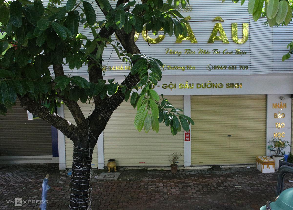 Quán cắt tóc Á Âu, đường Hà Huy Tập là một trong số các địa điểm tìm người. Ảnh: Nguyễn Hải