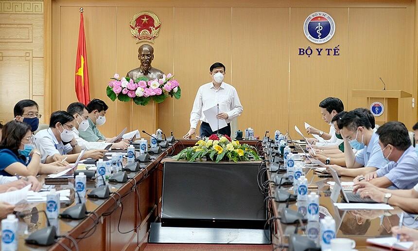Bộ trưởng Long họp triển khai chiến dịch tiêm chủng vaccine Covid-19 toàn quốc, chiều 15/6. Ảnh: Trần Minh.