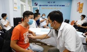 Hơn 5.000 nhân viên y tế TP HCM tham gia chiến dịch tiêm vaccine