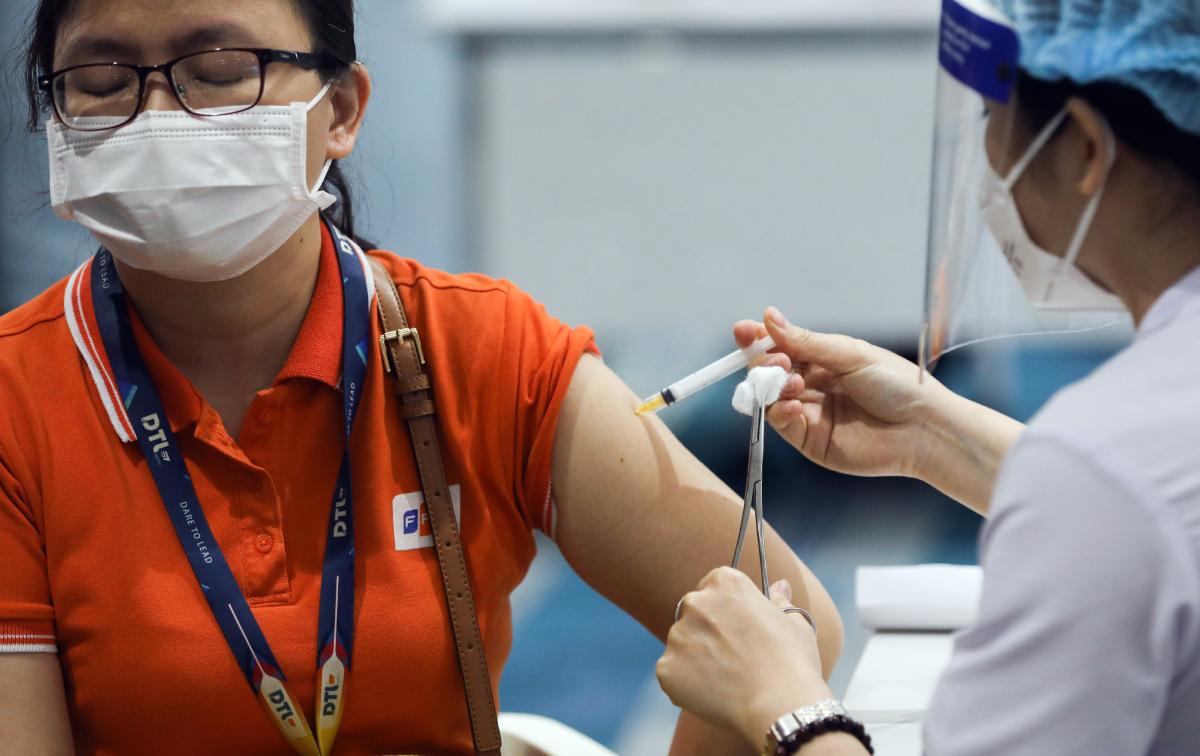 Tiêm chủng vaccine Covid-19 được xem là một trong những biện pháp căn cơ để phòng chống Covid-19. Ảnh: Quỳnh Trần.