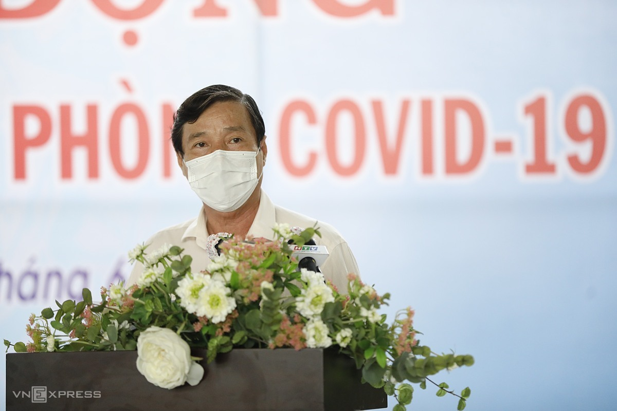 Phó giám đốc Sở Y tế TP HCM Nguyễn Hữu Hưng nêu tại Lễ triển khai chiến dịch tiêm vaccine phòng Covid-19, ngày 19/6. Ảnh: Hữu Khoa.
