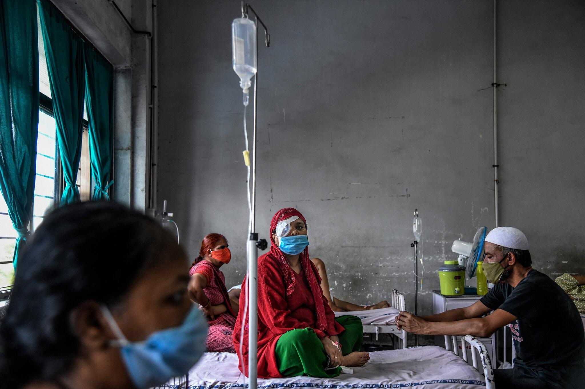 Khu điều trị bệnh nấm đen tại Bệnh viện Ahmedabad, bang Gujarat, Ấn Độ, vào tháng 6. Ảnh: NYT
