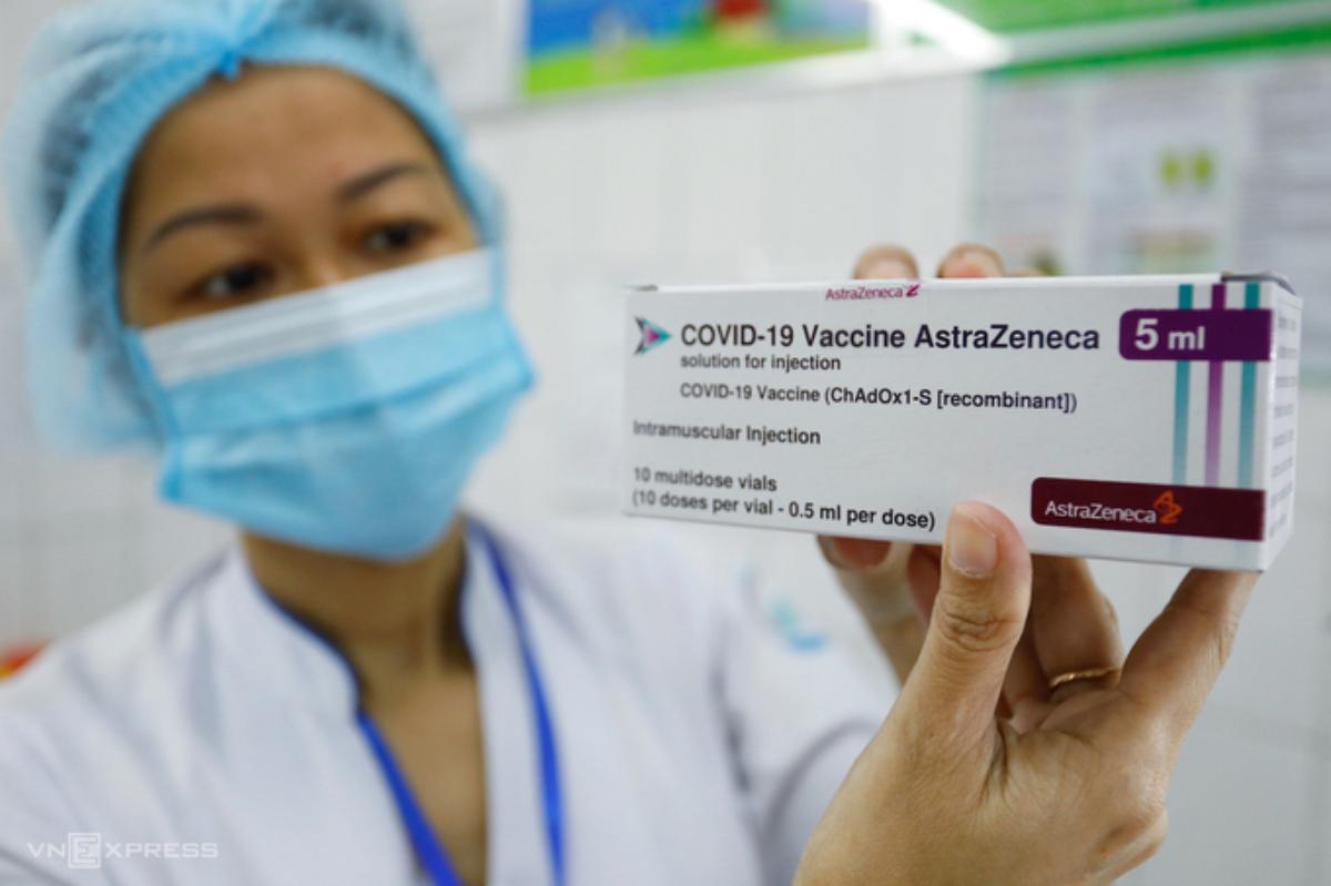 Việt Nam đã trải qua bốn đợt tiêm chủng vaccine phòng Covid-19 bằng vaccine của AstraZeneca. Ảnh: Hữu Khoa.