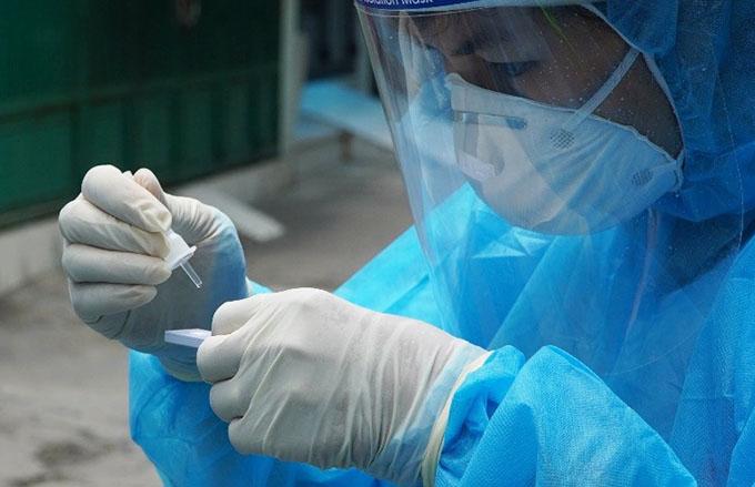 Test nhanh kháng nguyên tại cộng đồng. Ảnh: Trung tâm Kiểm soát Bệnh tật TP HCM.