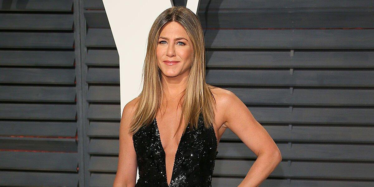 Jennifer Aniston trẻ trung ở tuổi 52. Ảnh: Hello