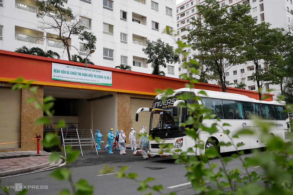 Bệnh viện dã chiến quy mô 3.000 giường từ chung cư tái định cư thuộc TP Thủ Đức, hoạt động từ ngày 7/7. Ảnh: Hữu Khoa.