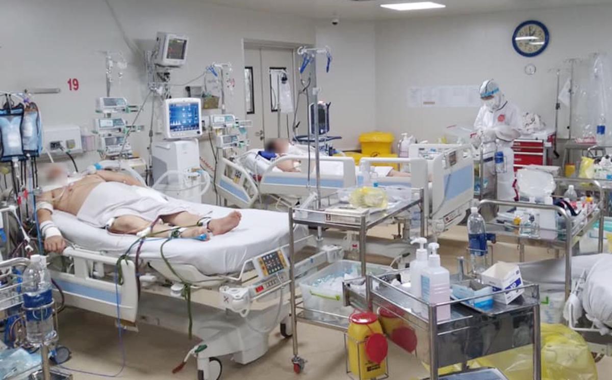 Điều trị hồi sức tích cực bệnh nhân Covid-19 nặng tại Bệnh viện Bệnh Nhiệt đới TP HCM. Ảnh: Bệnh viện Bệnh Nhiệt đới TP HCM.