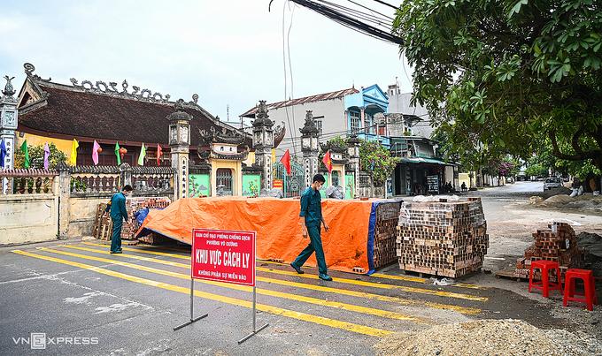 Chốt chặn Covid-19 ở Bắc Ninh. Ảnh: Giang Huy.