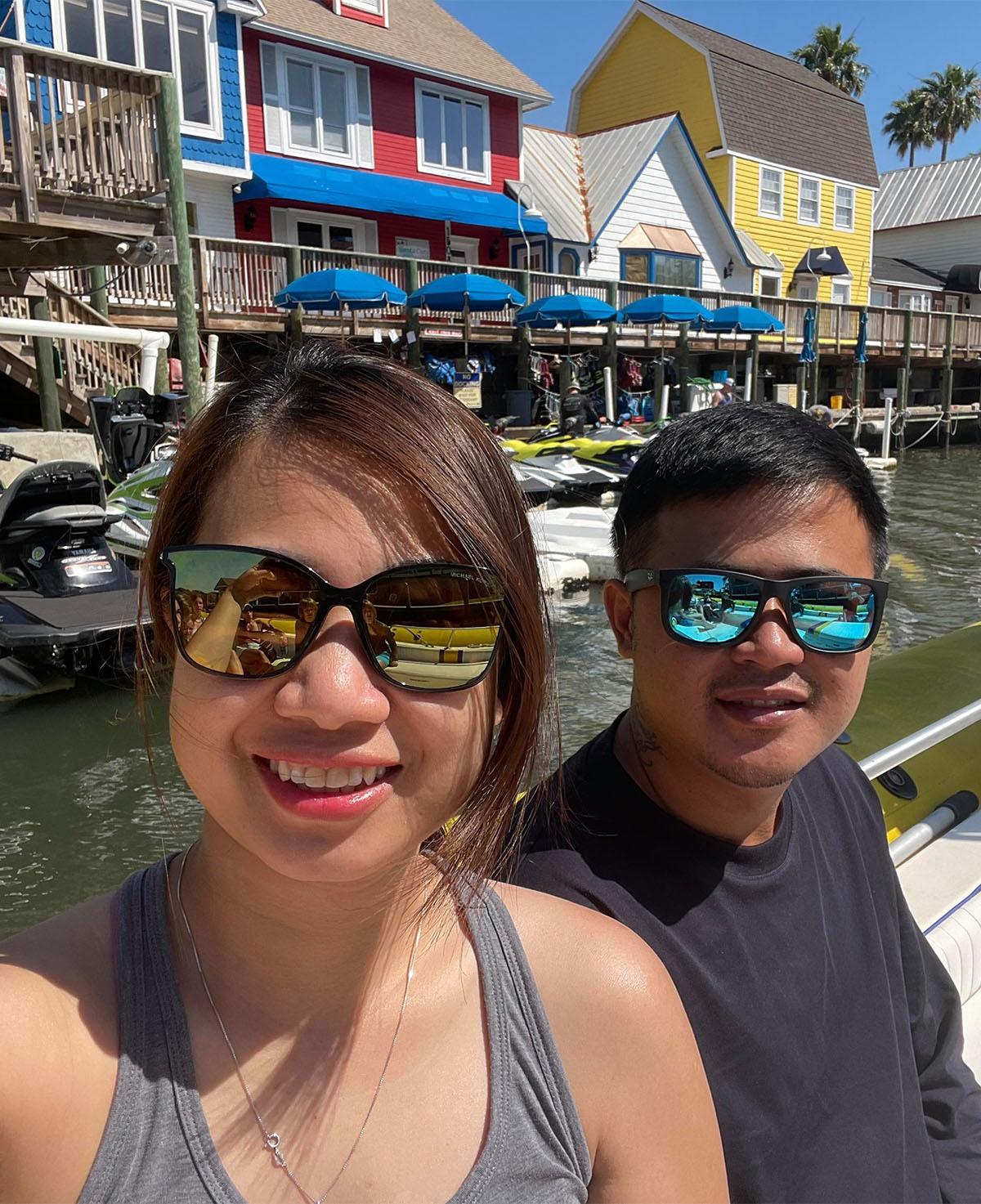 Vợ chồng chị Trâm Nguyễn, khi đi du lịch tại Florida. Ảnh do nhân vật cung cấp.