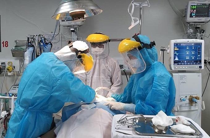 Bác sĩ điều trị Covid-19 tại Bệnh viện Bệnh Nhiệt đới TP HCM.Ảnh do bệnh viện cung cấp.