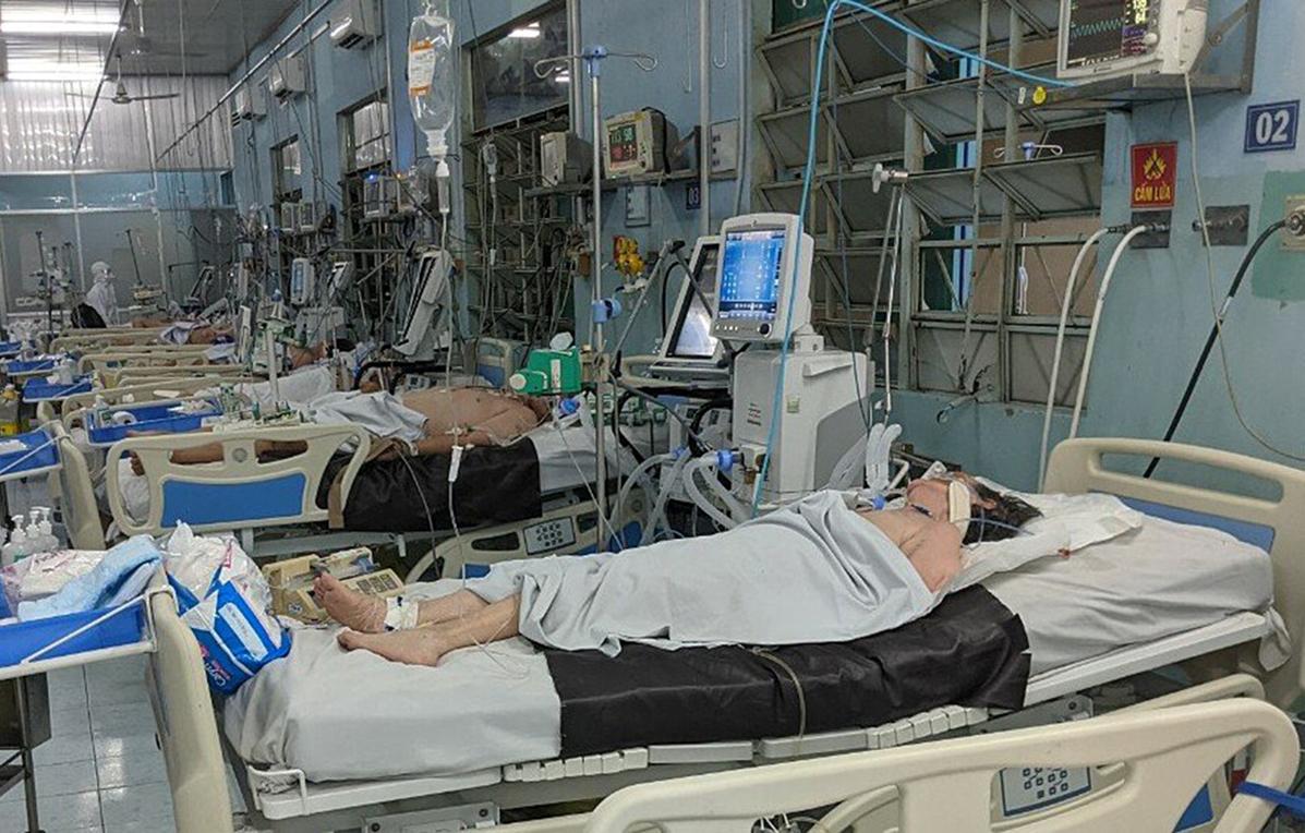 Bệnh nhân Covid-19 nặng đang được điều trị tại Bệnh viện Trưng Vương. Ảnh: Bác sĩ cung cấp.