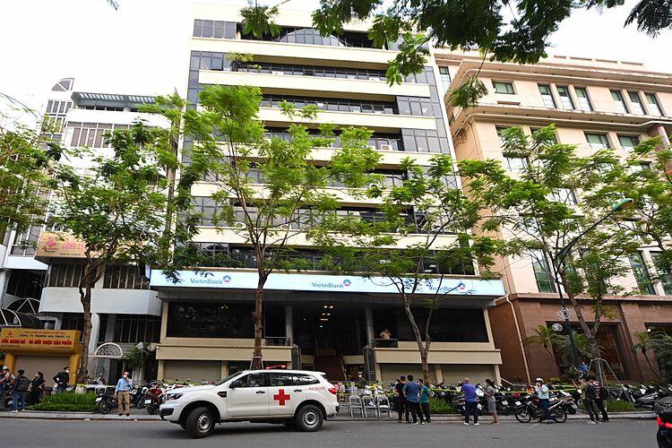 Ngân hàng Vietinbank 25 Lý Thường Kiệt, Hoàn Kiếm bị phong tỏa. Ảnh: Giang Huy