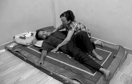 Cách giảm đau khi bị thoái hóa xương khớp