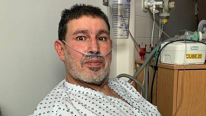 Abderrahmane Fadil, giáo viên 60 tuổi tại Bradford, nhập viện 9 ngày vì mắc Covid-19. Ảnh: Bradford Teaching Hospital