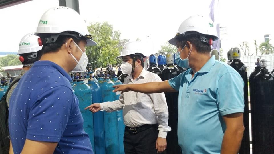 Tổ Thường trực đặc biệt của Bộ Y tế kiểm tra sản xuất cung ứng nguồn oxy y tế tại Công ty TNHH Khí Công nghiệp Messer. Ảnh Bộ Y tế cung cấp.